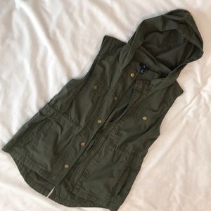 Gap army green vest